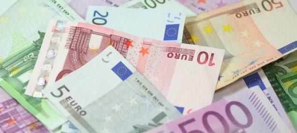 Euro-Scheine: Schulden auf der einen, Vermögen auf der anderen Seite